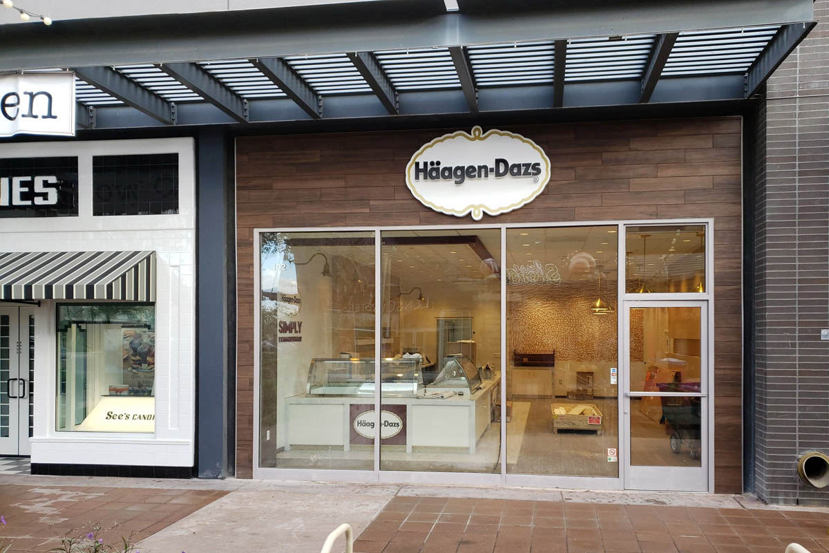 Haagen-dazs-1344-santan-village-regional-center-gilbert-arizona-store-front-view-2